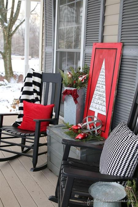 15 Gorgeous Wintery Front Porches