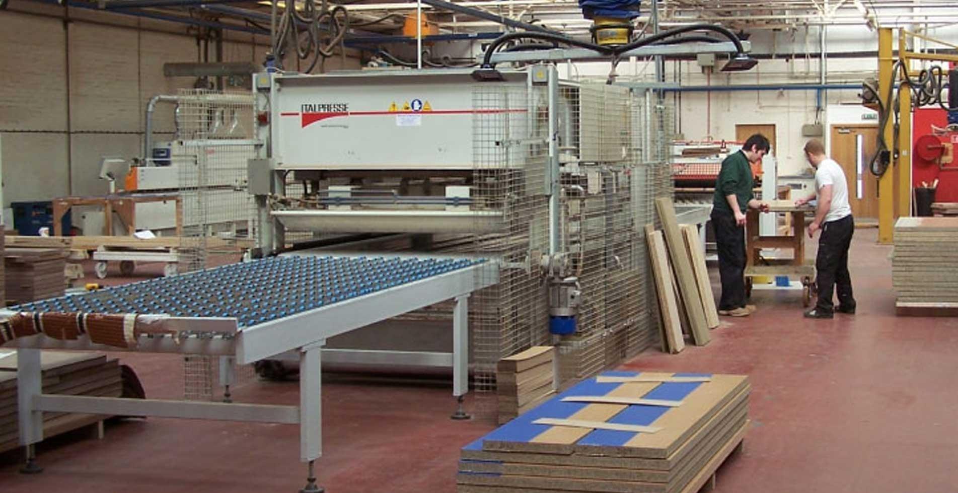 Manufacturing in the USA | Larson Storm Doors & LARSON Storm Doors and Windows | America\u0027s #1 Selling Storm Door
