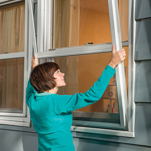 How to install a storm window